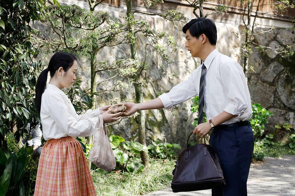 「皆実」役の川栄さんと、会社の同僚「打越」役の工藤阿須加さん